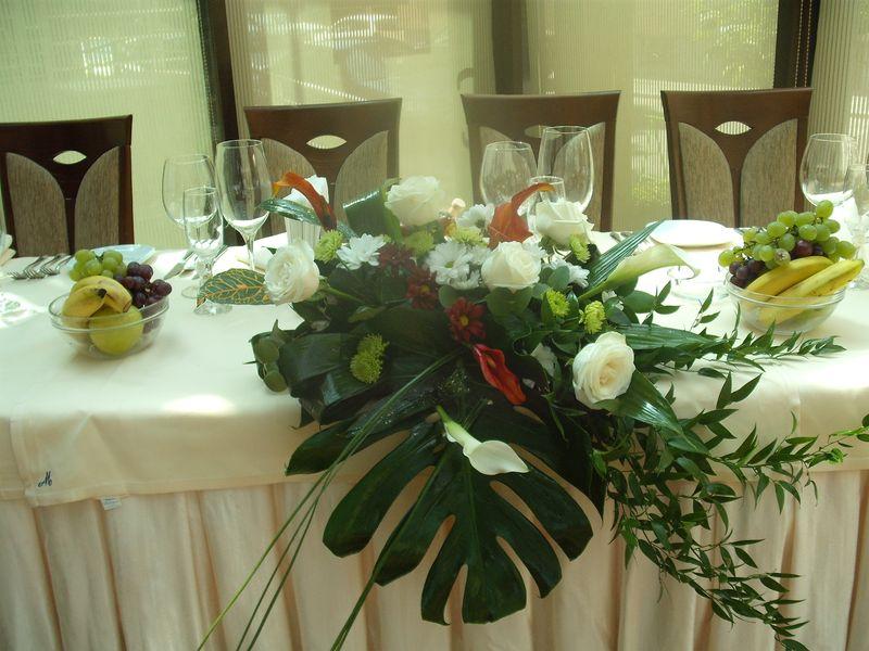 AP 13-200,00 Ron-Aranjament prezidiu cu trandafiri, cale si eurocrizanteme