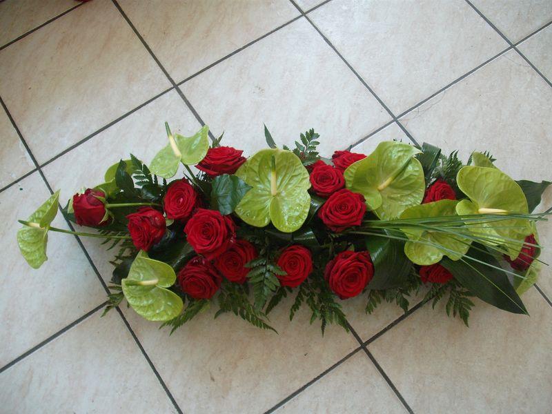 AF 03-240,00 Ron-Aranjament funerar cu trandafiri si anthurium