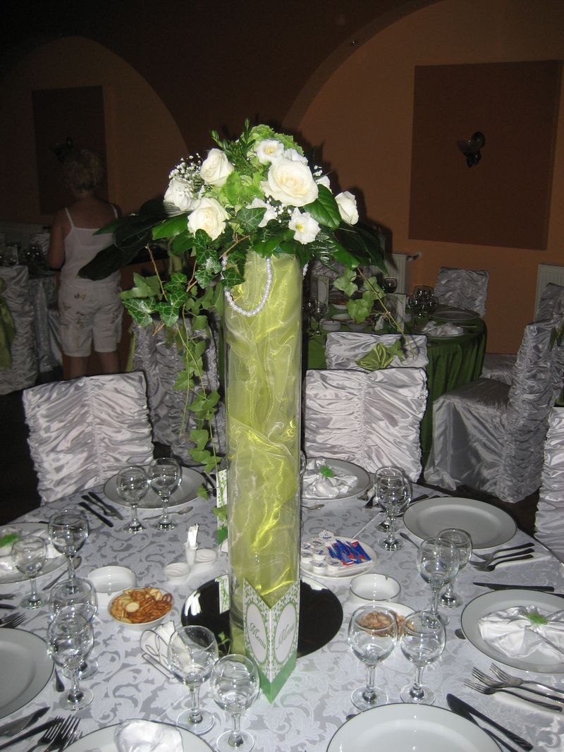 AM 11-140,00 Ron-Aranjament cu trandafiri, lisianthus si hortensie