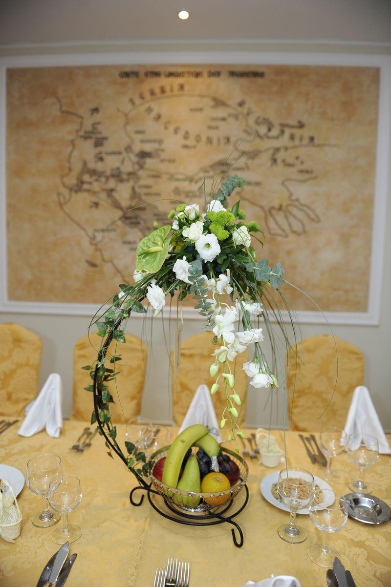 AM 12-120,00 Ron-Aranjament de masa cu anthurium, lisianths si orhidee