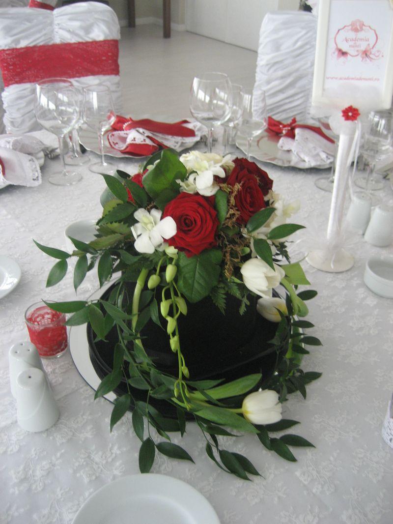 AM 14-150,00 Ron-Aranjament de masa joben cu trandafiri, lalele si orhidee