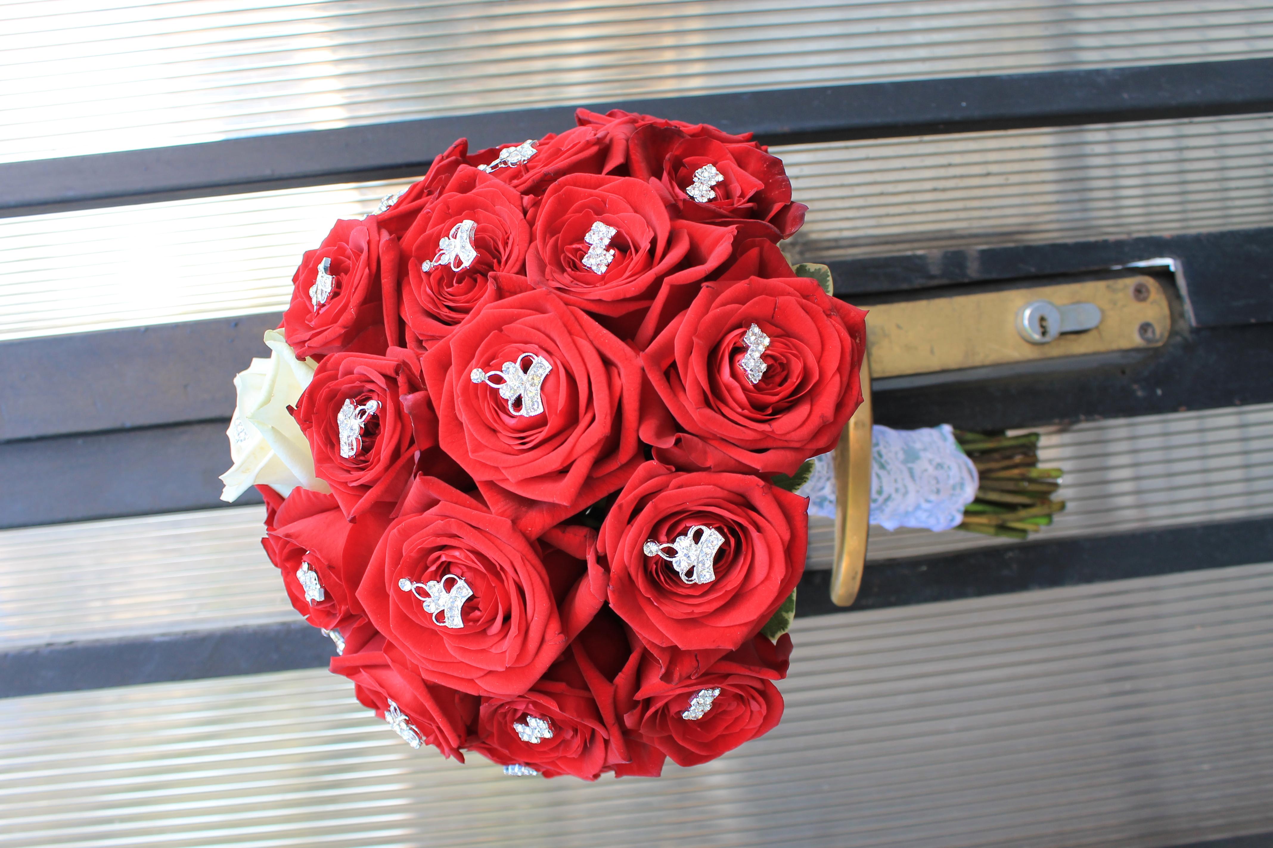 BM 02-260,00 RON-Buchet de mireasa cu trandafiri