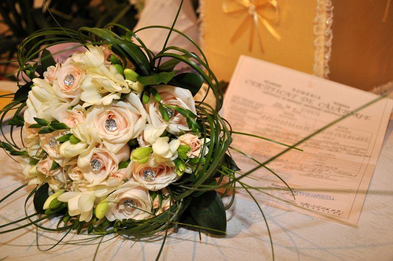BM 03-190,00 RON-Buchet de mireasa cu trandafiri si frezii