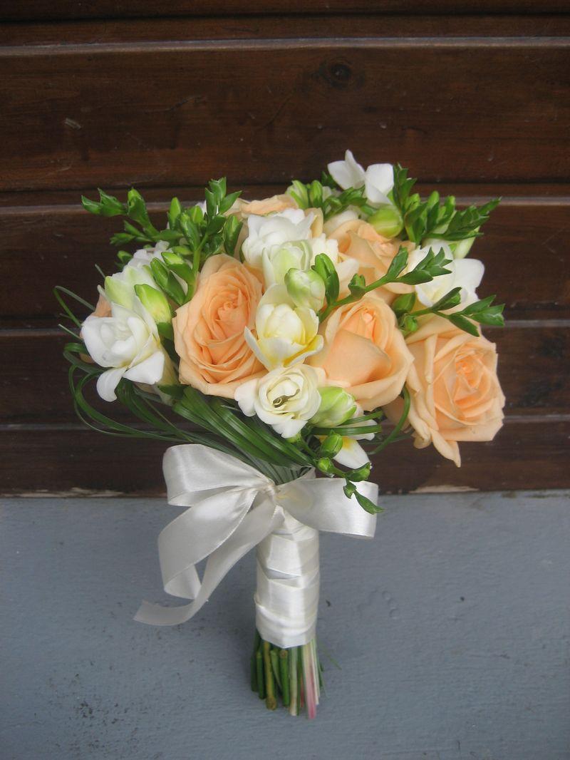 BM 07 -180,00 RON-uchet de mireasa cu trandafiri si frezii