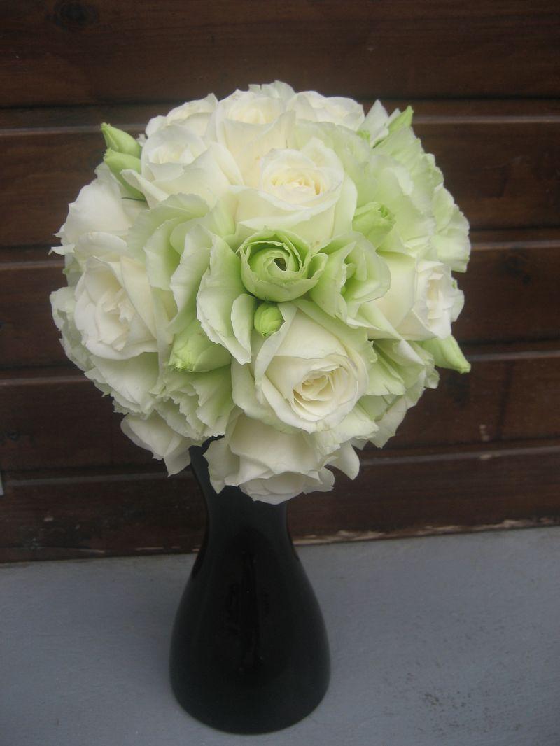 BM 08-200,00 RON-Buchet de mireasa cu trandafiri si lisianthus