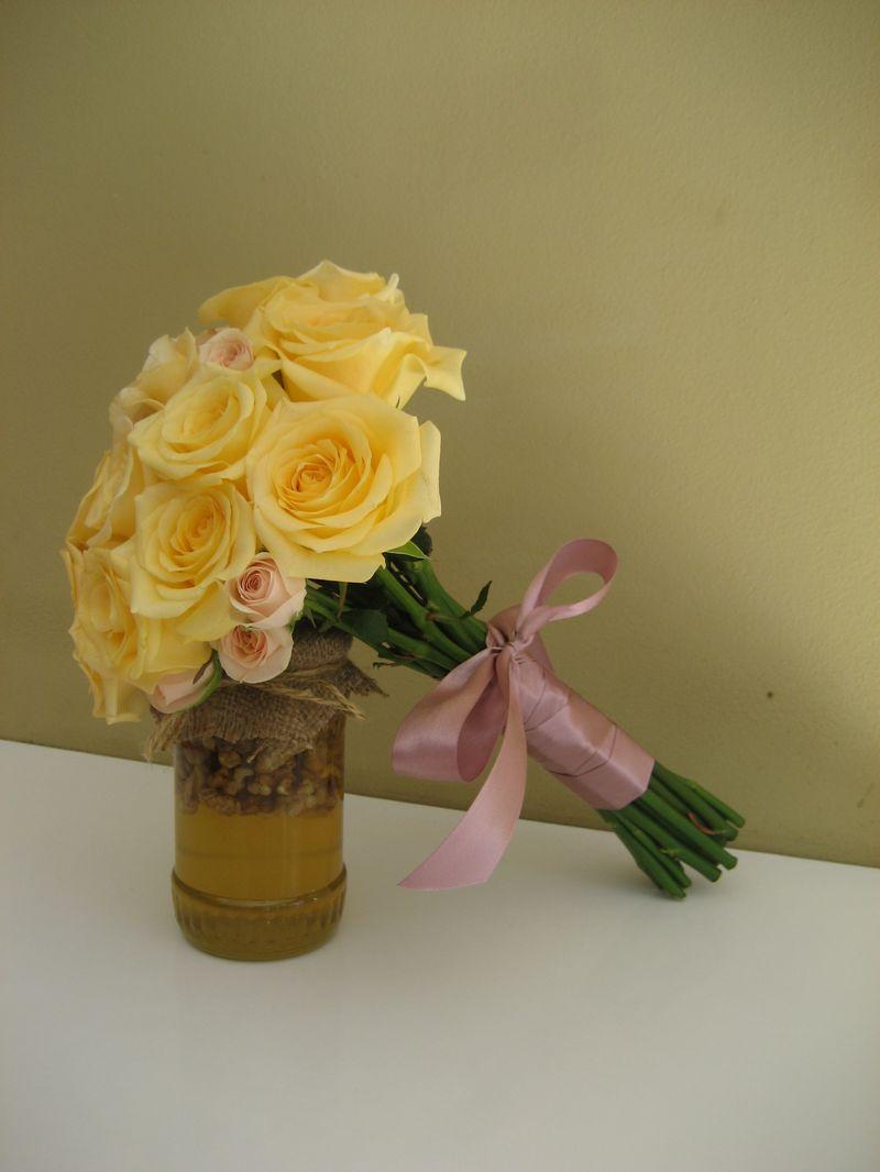 BM 10-120,00 RON-Buchet de mireasa cu trandafiri si minirosa