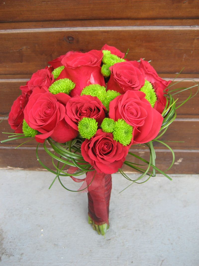 BM 12-160,00 RON-Buchet de mireasa cu trandafiri si santini