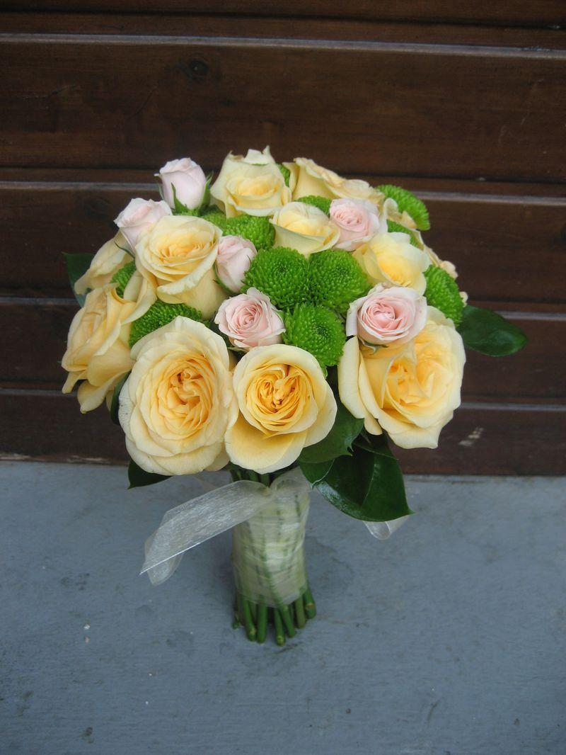 BM 13-190,00 RON-Buchet de mireasa cu trandafiri minirosa si santini
