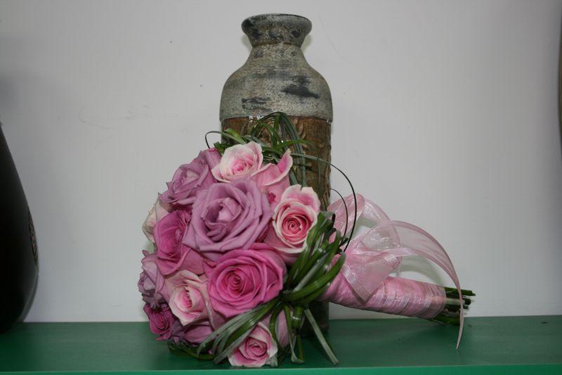 BN 02-150,00 RON-Buchet de nasa cu trandafiri