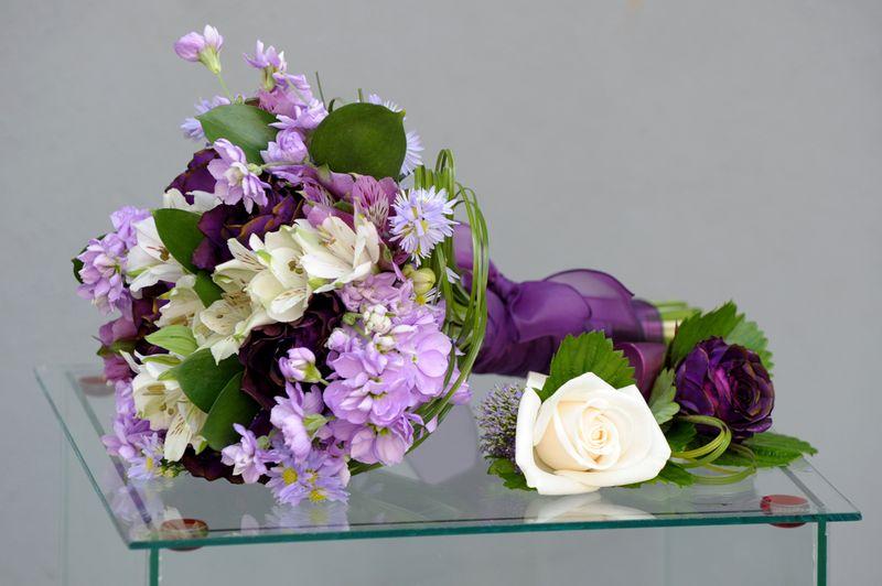 BN 04-170,00 RON-Buchet de nasa cu trandafiri alstroemeria aster si delphinium