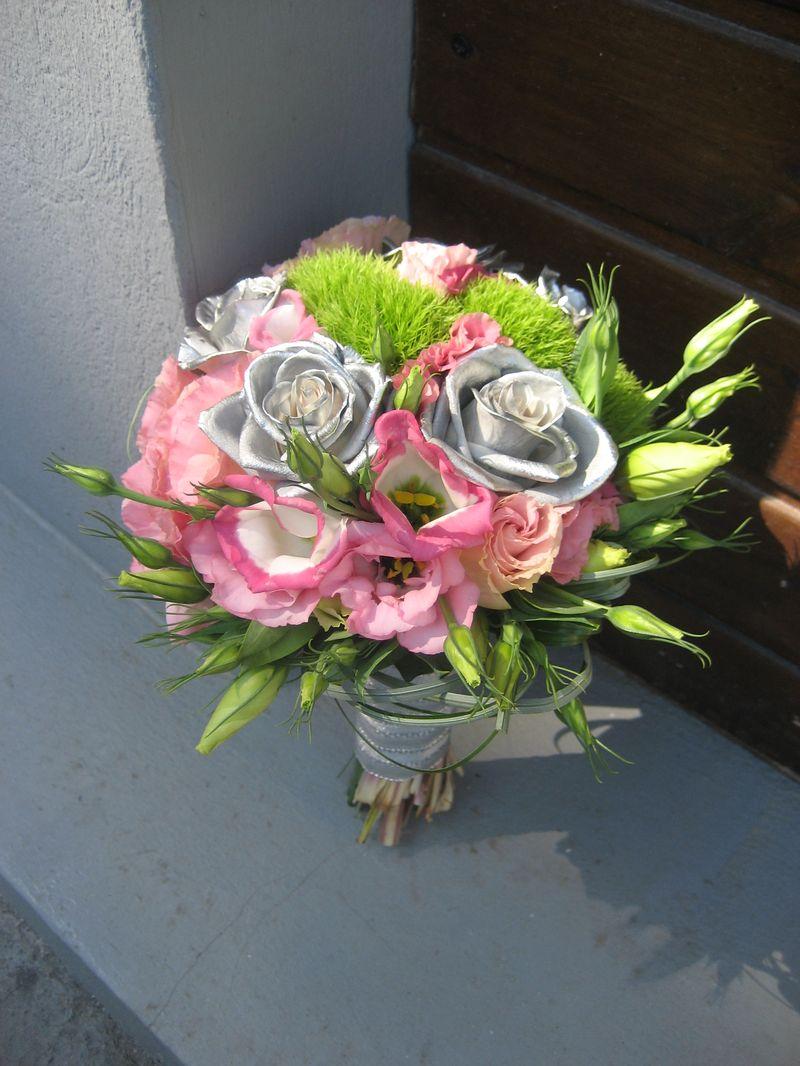 BN 07-190,00 RON-Buchet de nasa cu trandafiri lisianthus