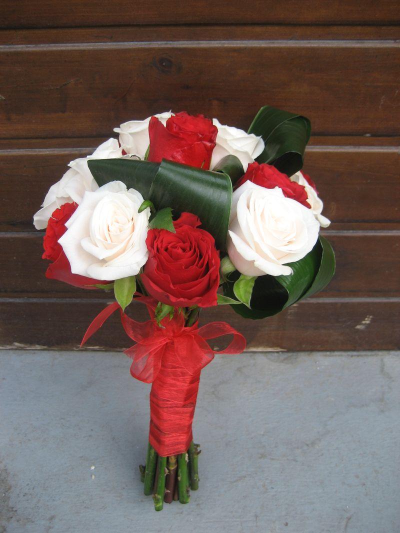 BN 12-150,00 RON-Buchet de nasa cu trandafiri
