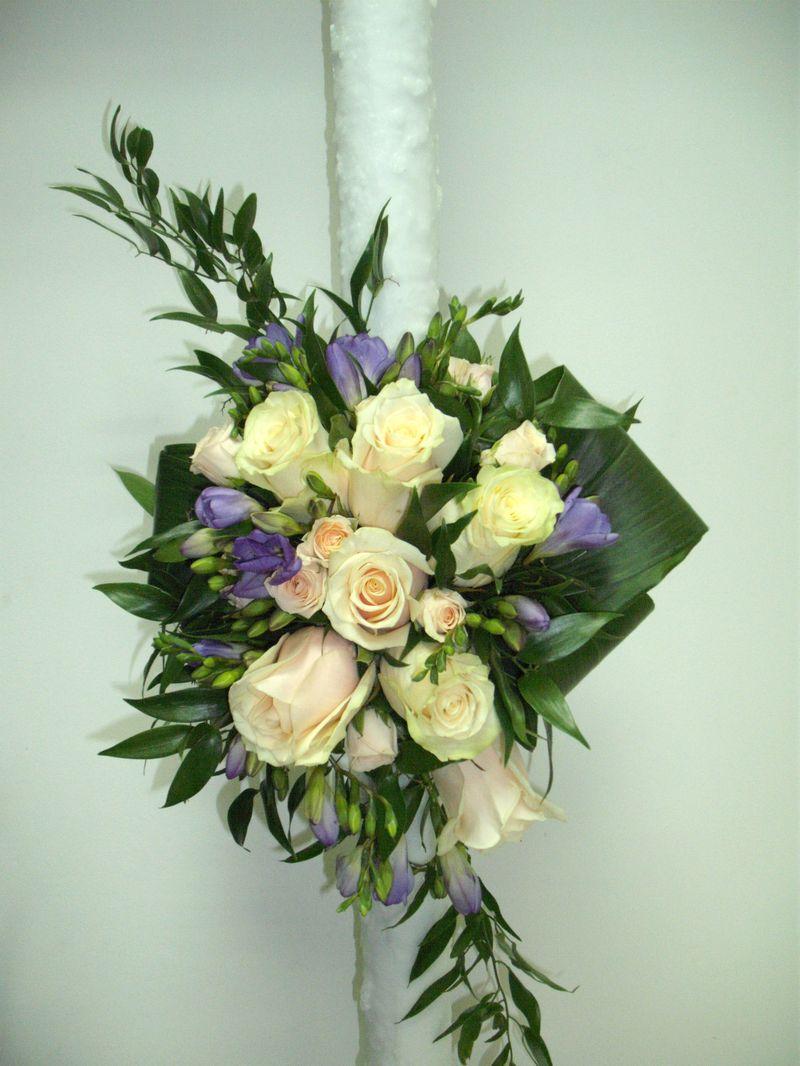 LN 11-250,00 RON-Lumanare cu trandafiri si frezii
