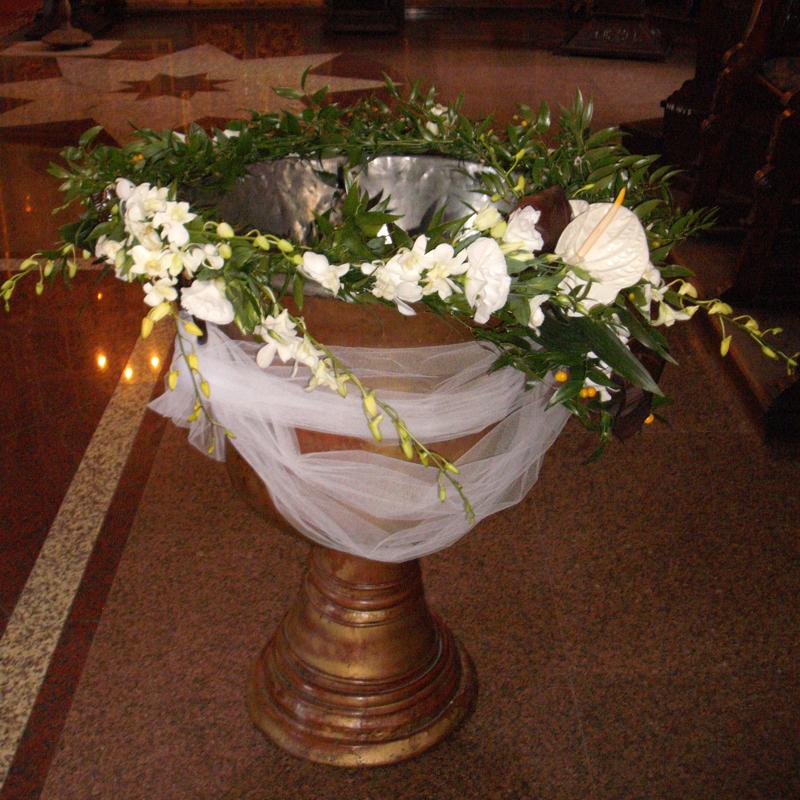 CR 01-190 RON-Aranjament cristelnita cu trandafiri orhidee si anthurium