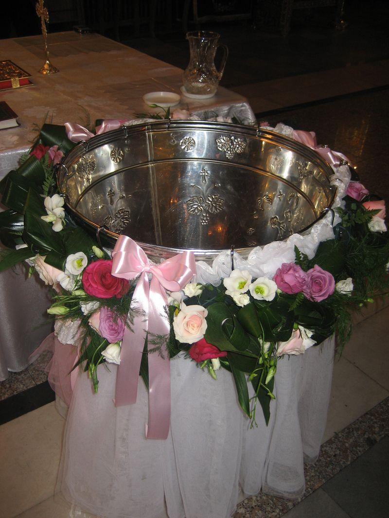 CR 05-300,00 RON-Aranjament cristelnita cu trandafiri orhidee si lisianthus