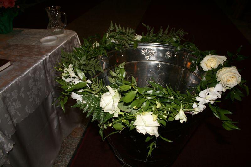 CR 06-180,00 RON-Aranjament cristelnita cu trandafiri si orhidee