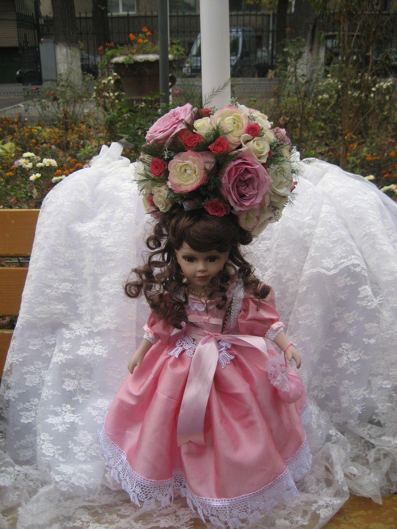 LB 16-250,00 RON-Lumanare botez cu trandafiri minirosa si ranunculus