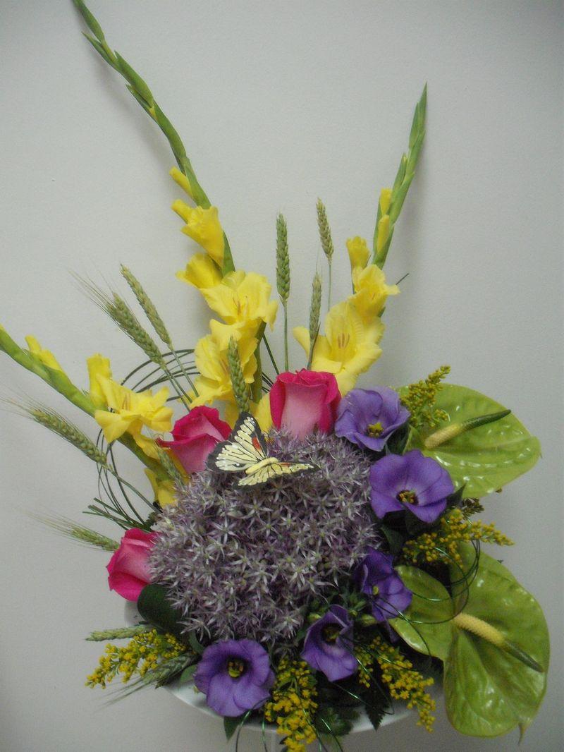 AN 03-120,00 RON-Aranjament natural cu allium trandafiri lisianthus anthurium si gladiole