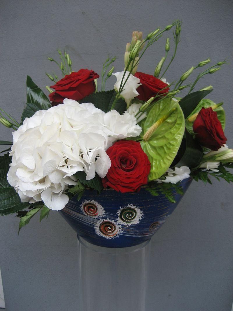 AN 09-150,00 RON-Aranjament natural cu trandafiri hortensie lisianthus si tuberoze