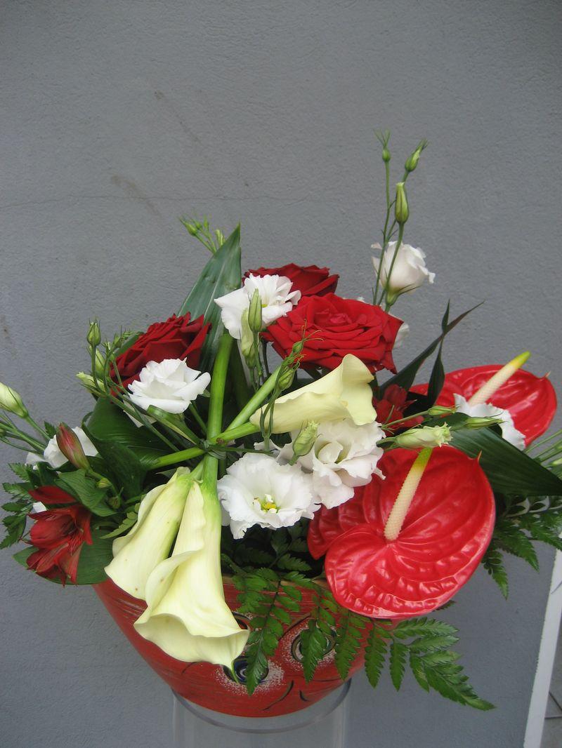AN 10-150,00 RON-Aranjament natural cu trandafiri cale anthurium si lisianthus