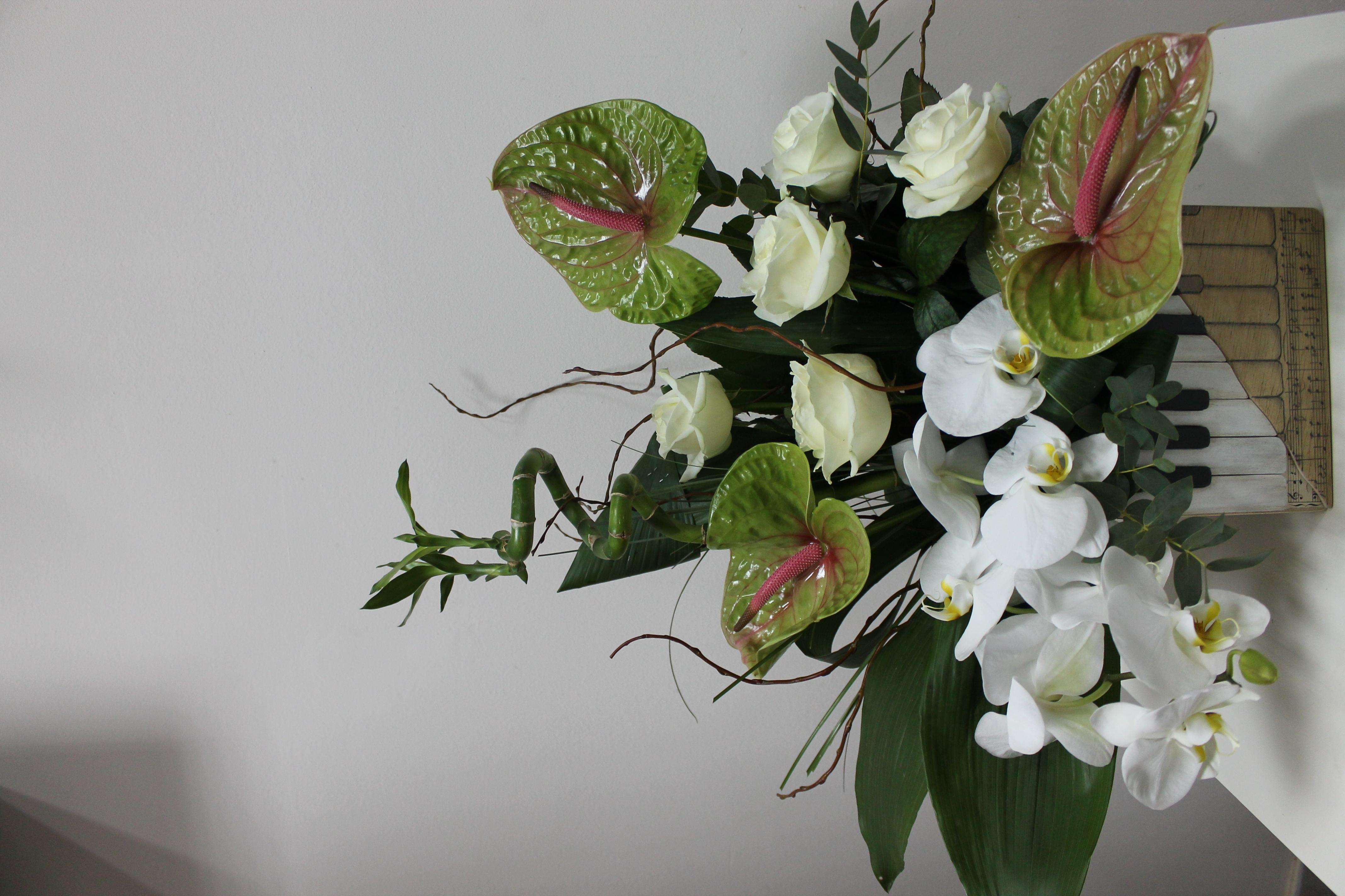 AN 16-220,00 Ron-Aranjament natural cu trandafiri si narcise