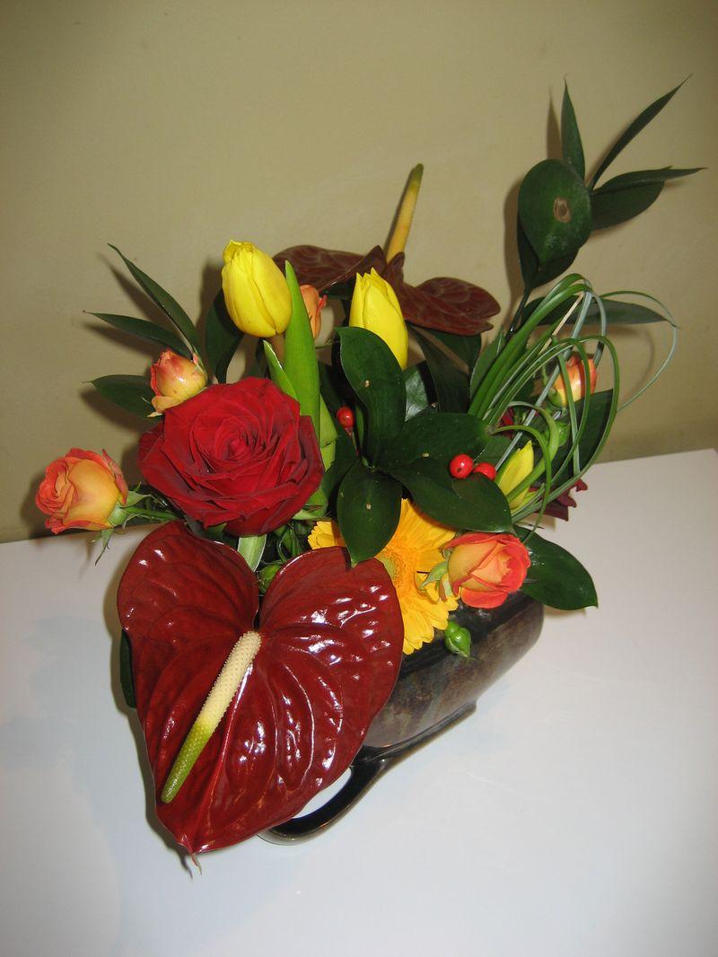 AN 19-110,00 Ron-Aranjament natural cu anthurium, trandafiri, minirosa si lalele