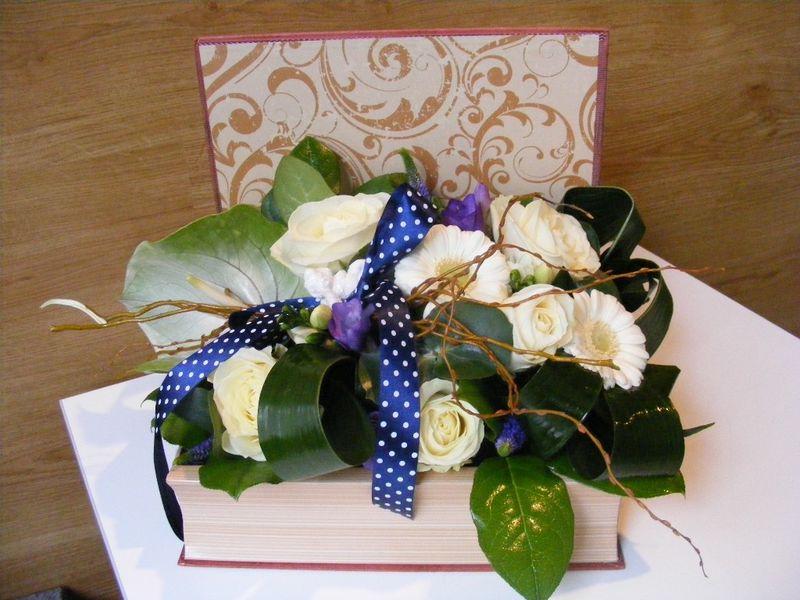 AN 22-110,00 Ron-Aranjament natural in carte cu anthurium, trandafiri, frezii si minigerbera