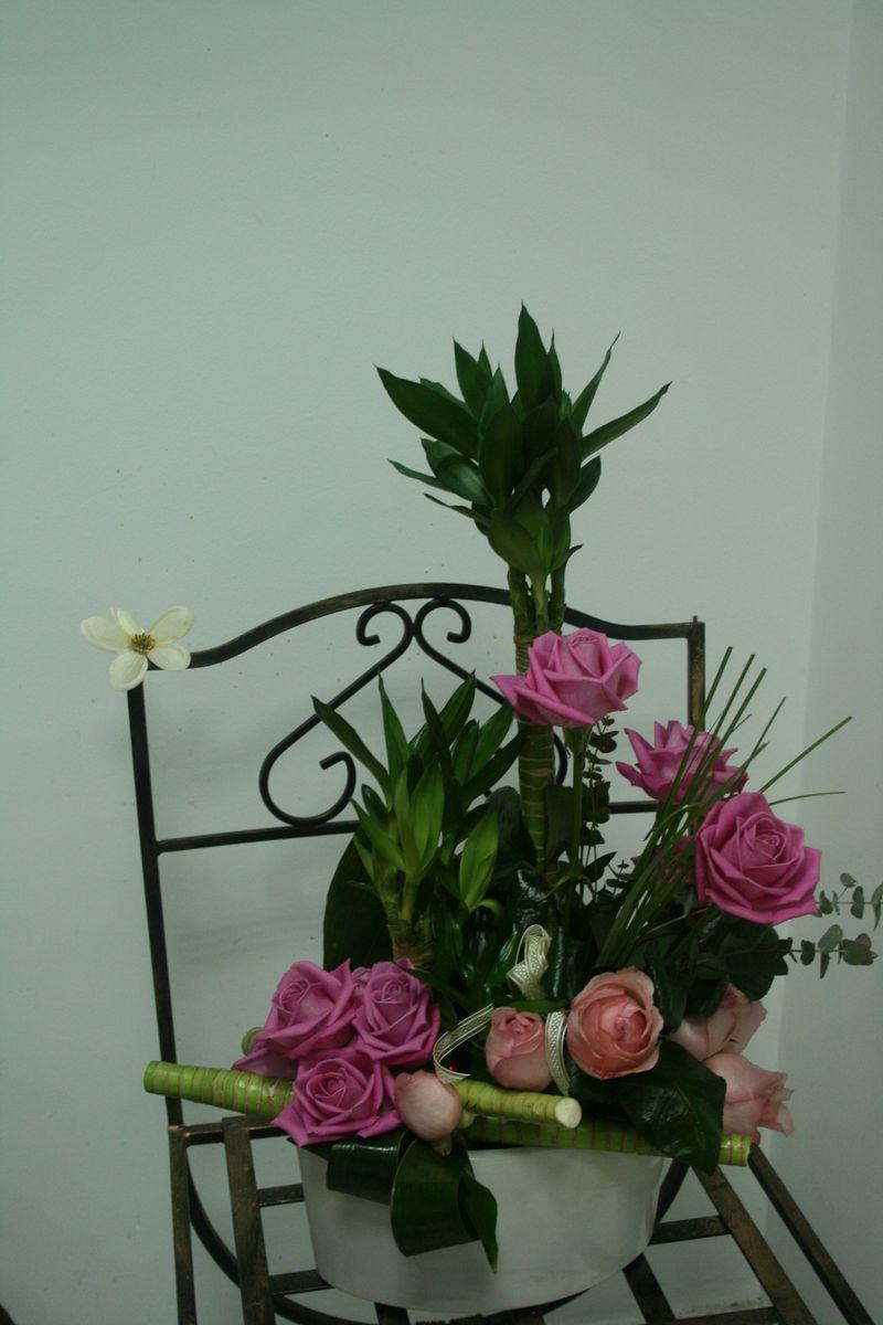 AN 24-150,00 Ron-Aranjament natural cu trandafiri si bambus