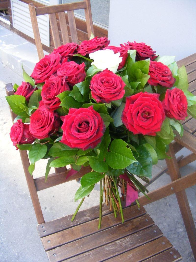BF 01-220,00 Ron-Buchet de flori cu 25 de trandafiri