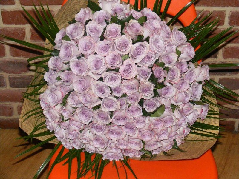 BF 02-850,00 Ron-Buchet de flori cu 99 de trandafiri