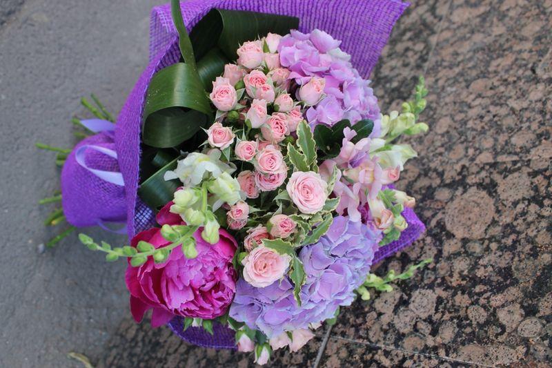 BF 03-150,00 Ron-Buchet de flori cu hortensii, minirosa si bujori