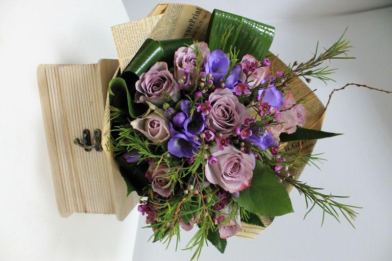 BF 06-150,00 Ron-Buchet de flori cu trandafiri, anemone si frezii