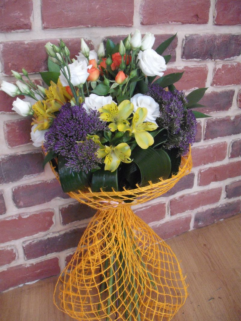 BF 09-110,00 Ron-Buchet de flori cu lisianthus,minirosa trahelium si alstroemeria