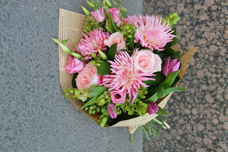 BF 10-120,00 Ron-Buchet de flori cu lalele, lisianthus, trandafiri