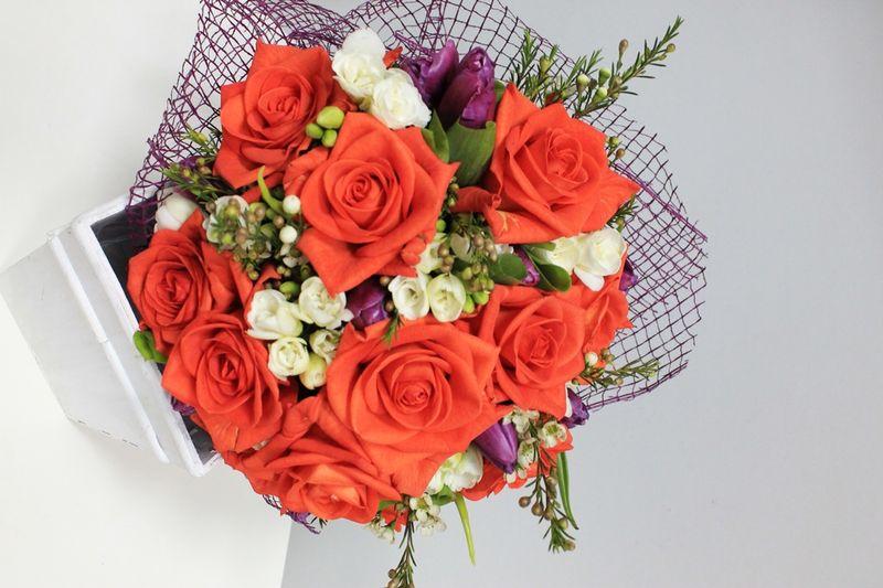 BF 11-180,00 Ron-Buchet de flori cu trandafiri, lalele, frezii