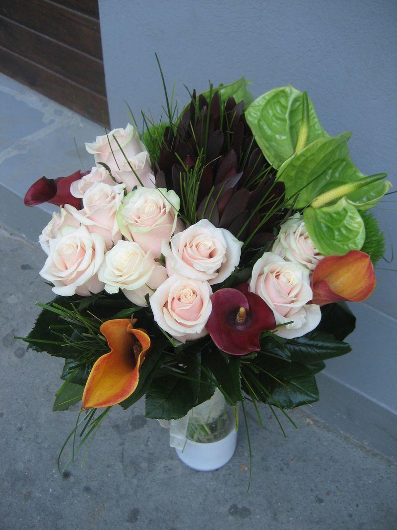 BF 12-200,00 Ron-Buchet de flori cu trandafiri, cale, anthurium si leuca