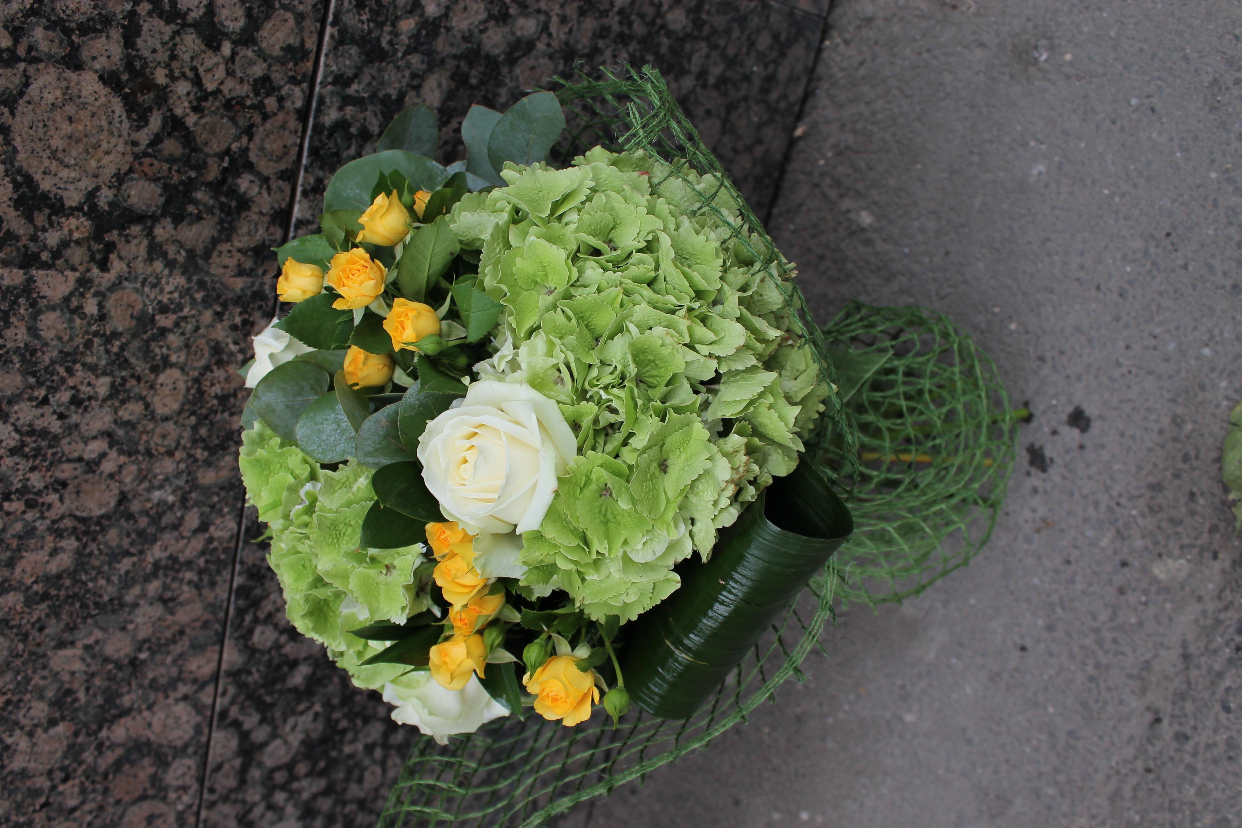 BF 14-150,00 Ron-Buchet de flori cu hortensie,trandafiri si minirosa