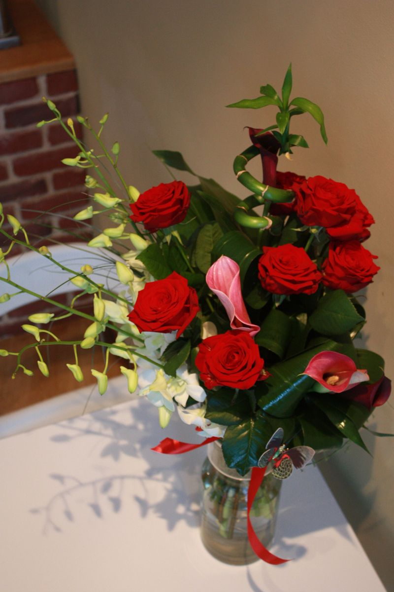 BF 16-150,00 Ron-Buchet de flori cu trandafiri, bambus si cale