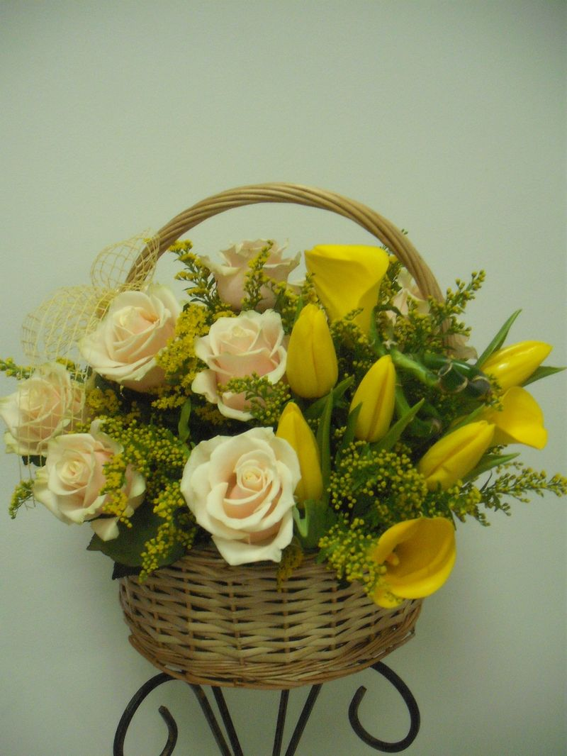 CF 07-190,00 Ron-Cos cu trandafiri, lalele si cale