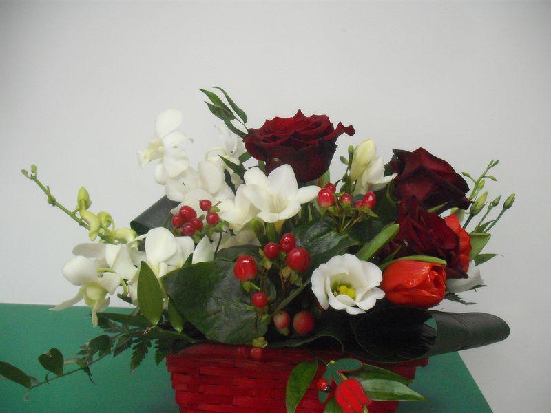 CF 15-100,00 Ron-Cos cu trandafiri, frezii, lisianthus si hypericum