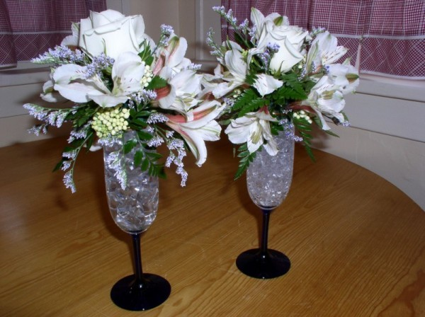 RC 03-65,00 Ron-Aranjament floral cu trandafiri si alstroemeria