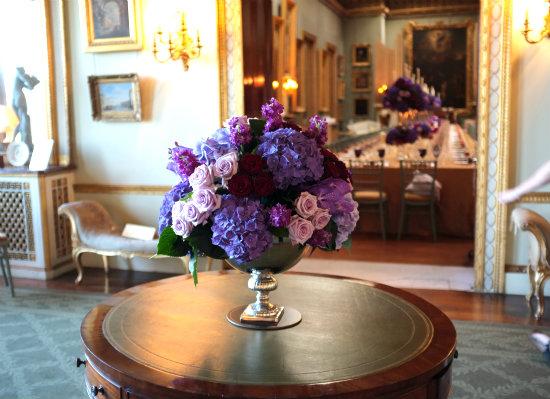 RC 13-300,00 Ron-Aranjament floral cu hortensie, trandafiri si mathiola