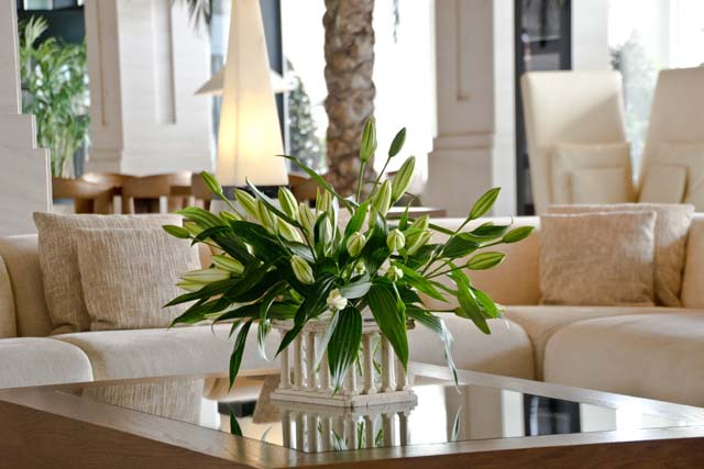 RC 14-150,00 Ron-Aranjament floral cu crini