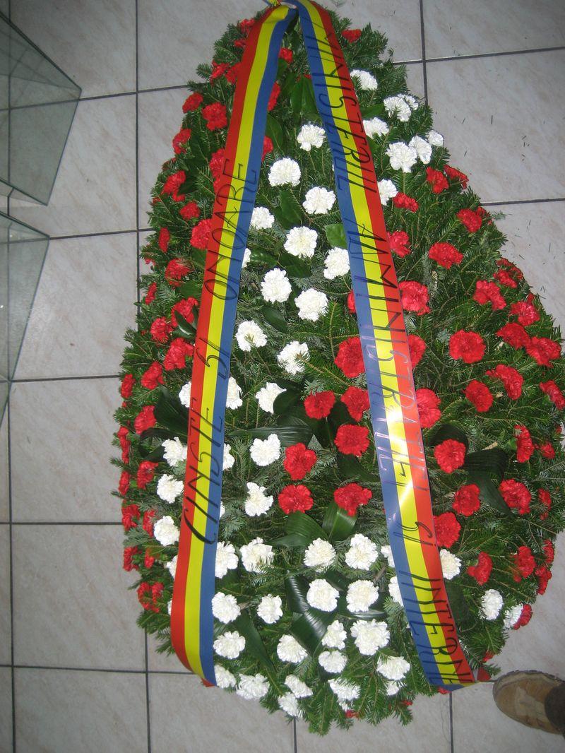FC 14-780,00 Ron-Coroana funerara cu garoafe