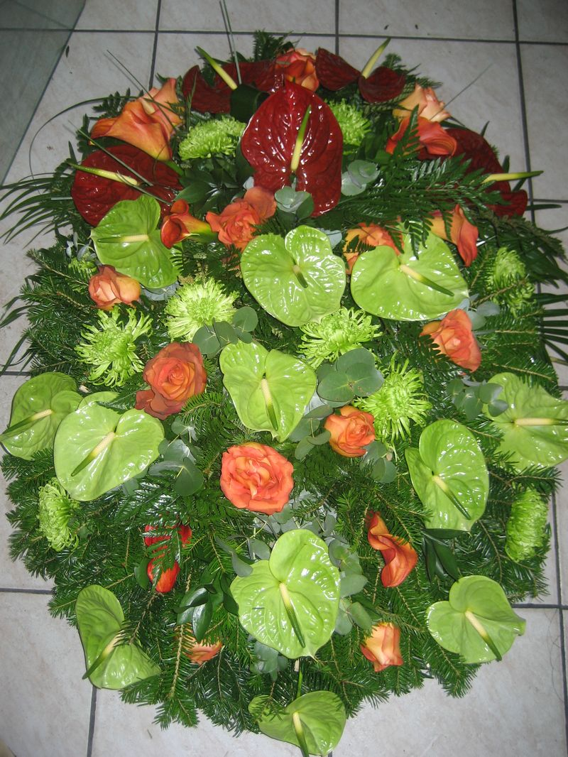 FC 16-550,00 Ron-Coroana funerara cu anthurium, trandafiri si cale