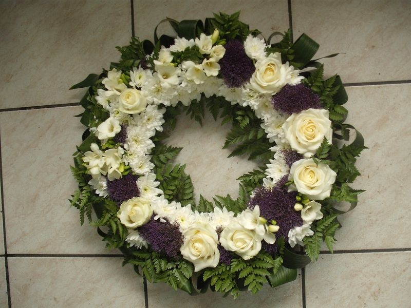 FC 18-400,00 Ron-Coroana funerara cu euro crizanteme