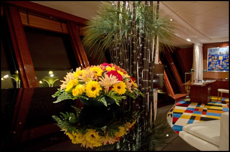 AE 02-55,00 Ron-Aranjament floral cu euro crizanteme