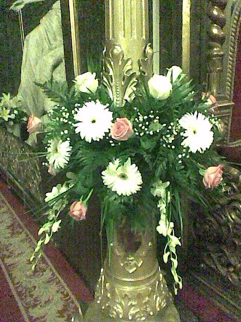 FB 04-180,00 Ron-Aranjament floral cu trandafiri, gerbera si orhidee