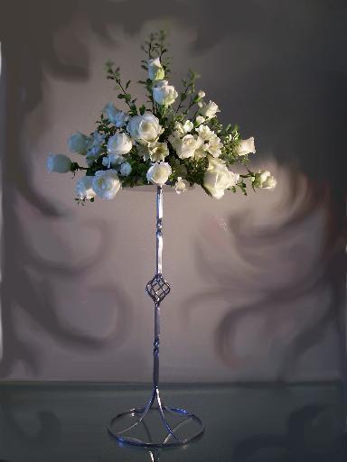 FB 05-150,00 Ron-Aranjament floral cu trandafiri si alstroemeria