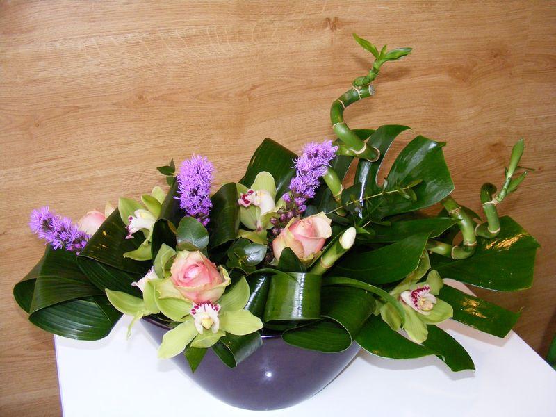AN 31-120,00 Ron-Aranjament natural cu bambus, cupe cymbdium, liatris, trandafiri